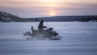 Hurtigruten Svalbard is introducing eSleds - Electric snowmobiles. Here from a test-run in Finland. PHOTO: AUROA POWERTRAINS