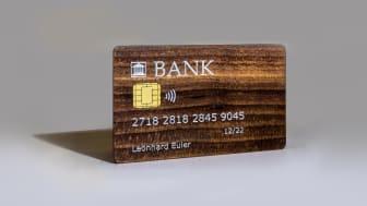 Ett kreditkort av trä skapar hållbara affärer eftersom kortet både är biologiskt nedbrytbart. Swiss Wood Cards har samma egenskaper som ett kreditkort i plast. Ett av de 60 innovationer som visas på Subcontractor InnoDex i november.