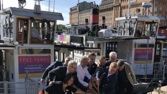 Gratisfärjan till Djurgården invigdes idag av dess initiativtagare tillsammans med trafikregionrådet. De som bjuder på resan är Gröna Lund, KDF, Liljevalchs, Pop House, Skansen, Stromma och Vasamuseet.