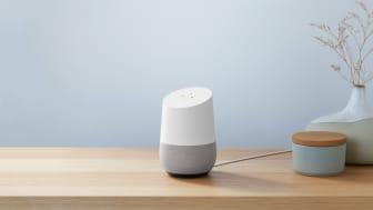 Google Home og Google Home Mini kan forhåndsbestilles hos Elkjøp fra 9. oktober.