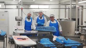 Arvidsjaurs Renslakt är ett av företagen i Norrbotten som genom Astars utbildning får chans att utbilda ny arbetskraft. Här är tre av fyra elever som går utbildningen i Arvidsjaur.