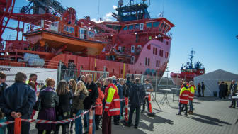 Around 800 visitors had a guided tour on board the 'Esvagt Faraday'