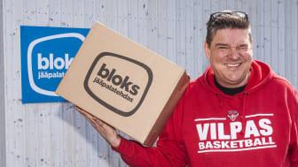 Arto Manninen perusti Bloksin vuonna 2013. Suomen ensimmäisen jääpalatehtaan tuotteet näkyvät tänä kesänä vähittäiskauppojen lisäksi muun muassa festareilla. Kuva: Lennart Holmberg