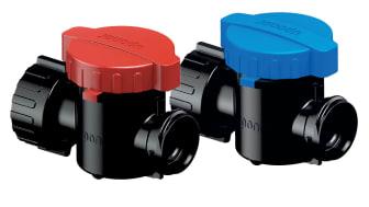 Metallfria avstängningsventiler i rött och blått