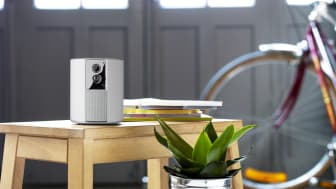 Somfy One+ har en vacker vit finish och modern design och passar enkelt in i hemmet