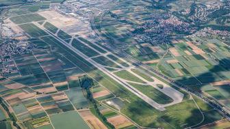 Luftbild der Runway am Flughafen Stuttgart (Copyright: Flughafen Stuttgart GmbH)
