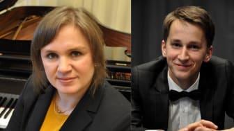 Julia Mustonen-Dahlkvist är professor vid pianoutbildningen vid Musikhögskolan Ingesund. Daumants Liepins är en ung lovande pianist som vunnit internationella framgångar.
