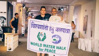 VIVA CON AGUA MIT DEM WATERMAN OF INDIA AUF DER INDIA WEEK IN HAMBURG 2. BIS 8. NOVEMBER