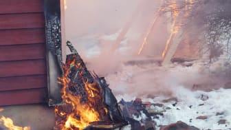 Från det att den obesprutade vägen fattade eld tog det ytterligare sex minuter innan AVD-väggen börja brinna.