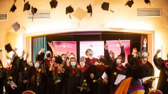 Seit Gründung der HdWM eine Tradition: Die Absolventenfeier in Talaren gehört fest ins Studium an der Managementhochschule.