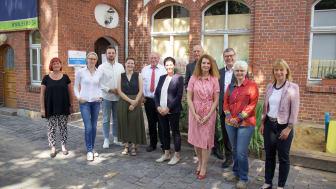 """Am vergangenen Donnerstag trafen sich die Vertreter der Stiftergemeinschaft mit den ersten Spendenempfängern im Erfurter """"Café des Herzens"""". (Downloads im Anhang)"""
