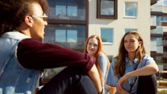 Med HSB Dela halveras kontantinsatsen för unga vuxna som idag har svårt att köpa en egen bostad.