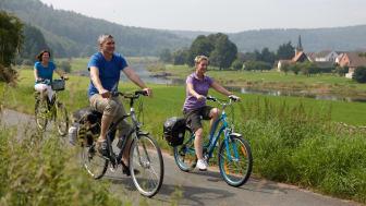 Radler auf dem beliebten Weser-Radweg