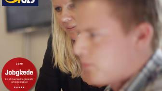 Carsten får hjælp af sin kollega i sin elevtid.