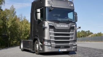 Scanias selkørende lastbil med sensorer.jpg