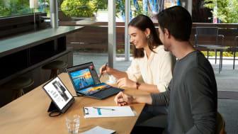 ZenBook Duo 14_UX482_Scenario Photo_02.jpg