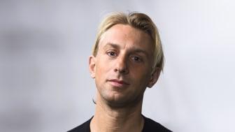 Författaren av böckerna Hjärnstark och Skärmhjärnan, Anders Hansen, har idag fått utmärkelsen Årets Hälsopris 2019.