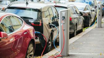 Nästan varannan person kan tänka sig en elbil som nästa bil
