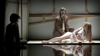 Den hypnotiska tapeten - en absurd dansteaterföreställning