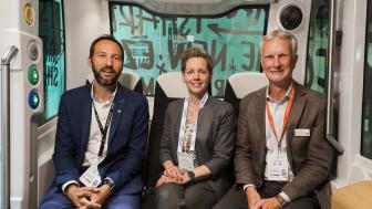 Från vänster till höger: Xavier Salort, Head of Sales, EasyMile; Sofia Malander, vd Östgötatrafiken och Gunnar Schön, vd Transdev Sverige AB