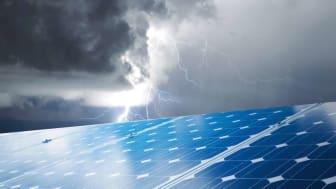 DEHN skyddar solpanelsanläggningar från direkta blixtnedslag och transienta överspänningar.
