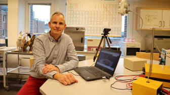 Lars Dalmyr, lärare på Johannes Hedberggymnasiet, hoppas på fortsatt undervisning på plats.