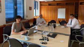 SWW-Geschäftsführerin Katrin Bartsch im Gespräch mit Herrn Hendrich, Geschäftsführer der VBH und Herrn Schiemenz, Geschäftsführer  der Städtischen Werke Spremberg (re.)