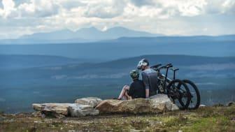 Att cykla på Idre Fjäll i norra Dalarna är en sommarklassiker. Foto: Erik Kilström