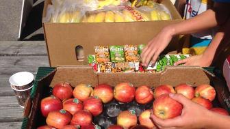 Frukt och Festis till barnen från Länsförsäkringar Gävleborg och Mickelssons Frukt & Grönt