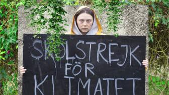 Karla Løkke debuterer i rollen som Clara, der tager ud på en rejse for at blive som sit største idol, Greta Thunberg. Foto: Emil Rostrup.