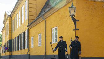 Roskilde Museum har mange tilbud til sommerens aktiviteter. Som noget nyt kan man blandt andet tage med vægtere på tur i bymidten, når Roskilde Museum gør en del af byens historie levende. FOTO: ROMU/Daniel T. N. Rasmussen.
