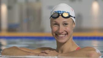 Hanna-Maria iloitsee yhteistyöstä vesiurheilubrändi Arenan kanssa.