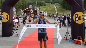 Målgångsbild Andre Vollan Johansson, vinnare Buff Fjällmaraton Bydalsfjällen