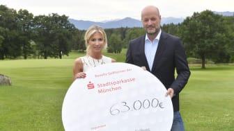 Am Ende sogar 85.000 Euro für die Deutsche Stiftung Kinderdermatologie. Von links: Dr. Nicole Inselkammer, Ralf Fleischer.