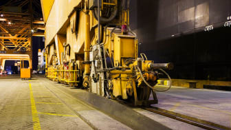 A Cavotec Panzerbelt crane cable protection system ensures the safe, efficient supply of electrical power to a container crane