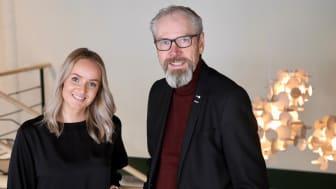 Agnes Lindberg, projektledare på Ung Företagsamhet och Jonny Nissilä, affärsrådgivare på BizMaker samarbetar för att stötta gymnasieelever som driver UF-företag.