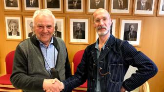Bengt Ericsson (c) är ordförande i kultur- och fritidsnämnden och Per Ahlin (t h) är kulturchef i Norrtälje kommun. De var mycket nöjda med nämndens beslut den 19 april.