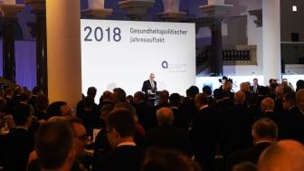 Ulrich Sommer begrüßt rund fünfhundert Gäste zum Gesundheitspolitischen Jahresauftakt im Düsseldorfer Ständehaus K 21