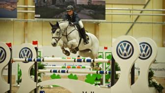 Emelie Grönberg på hästen Under Cover vann klassen med knappt en sekund. Foto: Haide Westring.