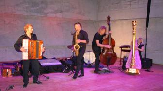 Presseinformation: Bayernwerk Kulturbühne in Blaibach - Die oberbayerischen Weltenbummler von Quadro Nuevo mit zwei ausverkauften Auftritten im Konzerthaus