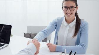 Regeringen vill att Småföretagare helst ska anställa 19 – 23 åringar