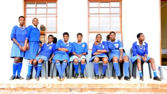 Skolbarn på Inqolayolwazi Primary School i KwaZulu Natal, Sydafrika