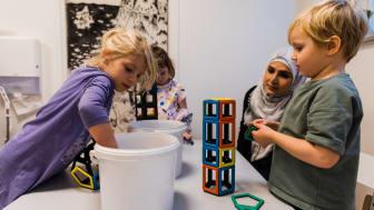 Verksamheterna på Malmö stads förskolor, fritids och familjedaghem finansieras delvis genom avgifter från vårdnadshavarna. Nu kollar staden att alla betalar rätt avgift. Foto: Sanna Dolck Wall.