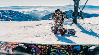 Se till att inte bli av med snowboarden i backen