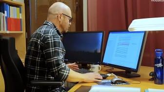 Anders Sandblads forskning har fokus på yrkeskunnande, artificiell intelligens och digitalisering. Foto: Högskolan Väst