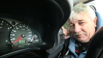 Taxichauffören James Foley har kört sin Ford Tourneo Connect i motsvarande 25 jordenrunt-resor.