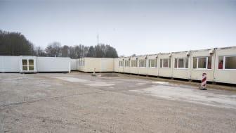 Einsatzbereit in wenigen Tagen: 50 Container hat Algeco in Unterschleißheim zum Soforteinsatz aufgestellt. Die Module sollen im Januar und bei Bedarf erweitert werden.