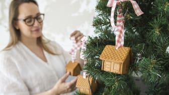 _Gille Mini Pepparkakshus i julgranen