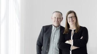 Hans Adolfsson, rektor och Katrine Riklund, prorektor vid Umeå universitet. Katrine är också ordförande i Rådet för Artificiell Intelligens vid Umeå universitet. Foto: Elin berge