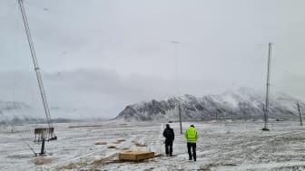 En av HF-antenne er plassert på Isfjord Radio på Svalbard.